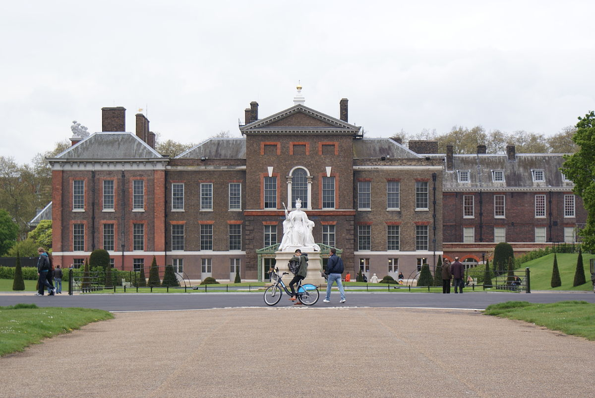 1200px-Kensington_Palace,_May_2012