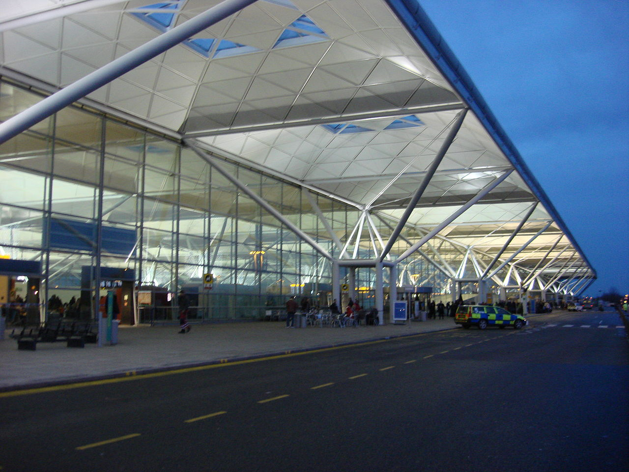 1280px-London_Stansted_Airport